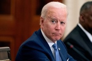Biden Walks Up to Reporter, Says 4 Words — Now Watchable the Microphone